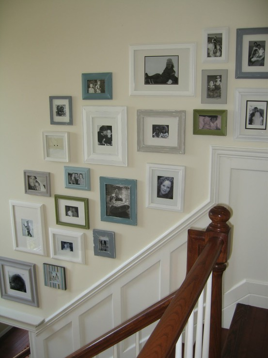 staircase-gallery-wall