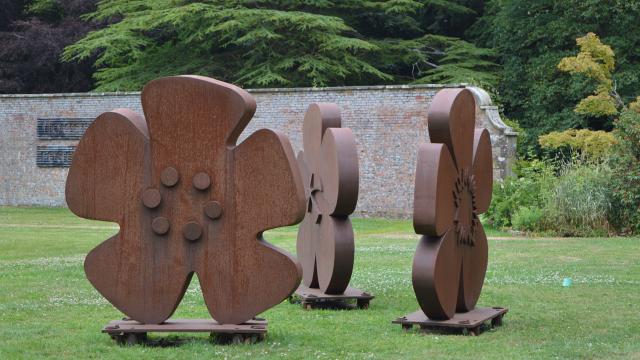 Louise Plant Sculpture